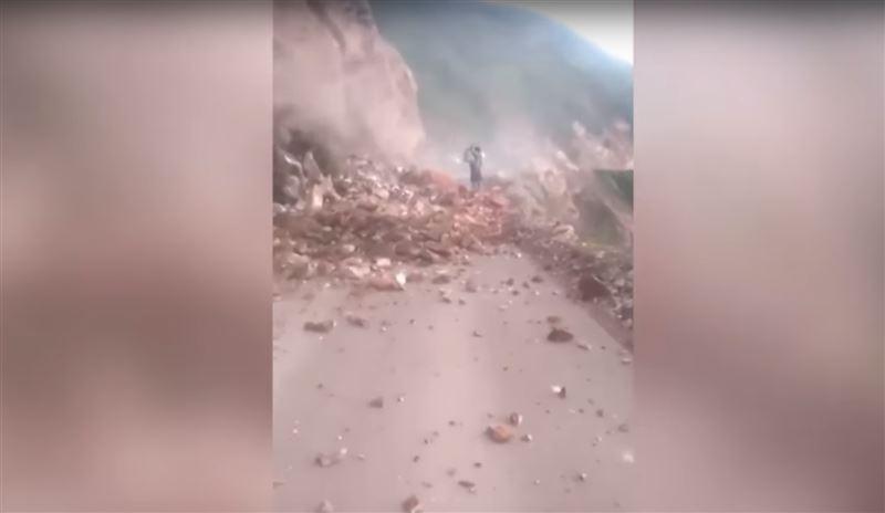ВИДЕО: В Перу камнепад убил женщину на глазах очевидцев