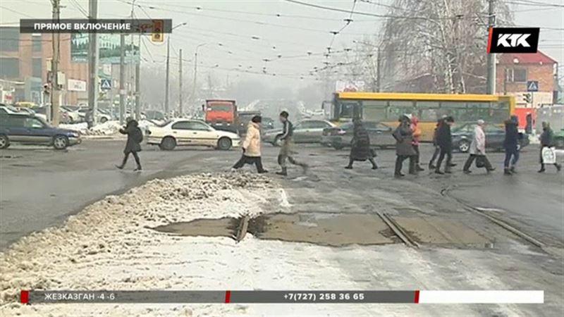 Обледенели рельсы -  Усть-Каменогорск остался без трамваев