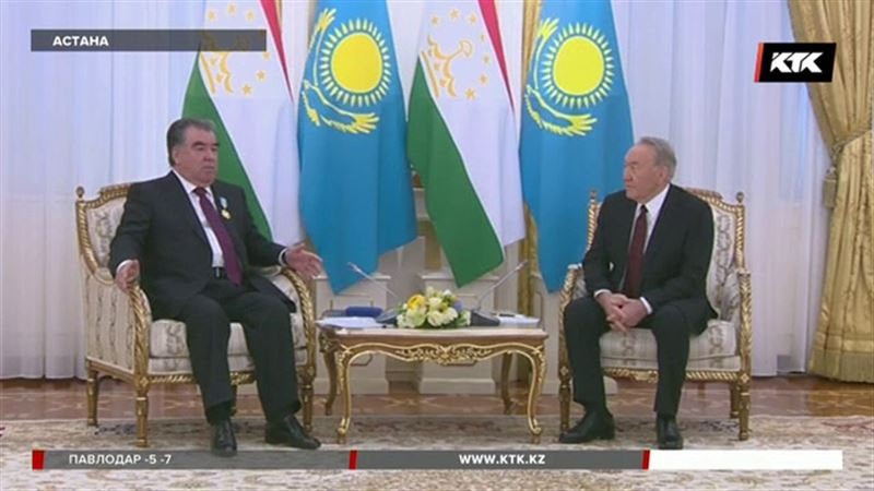 Президента Таджикистана наградили в Казахстане