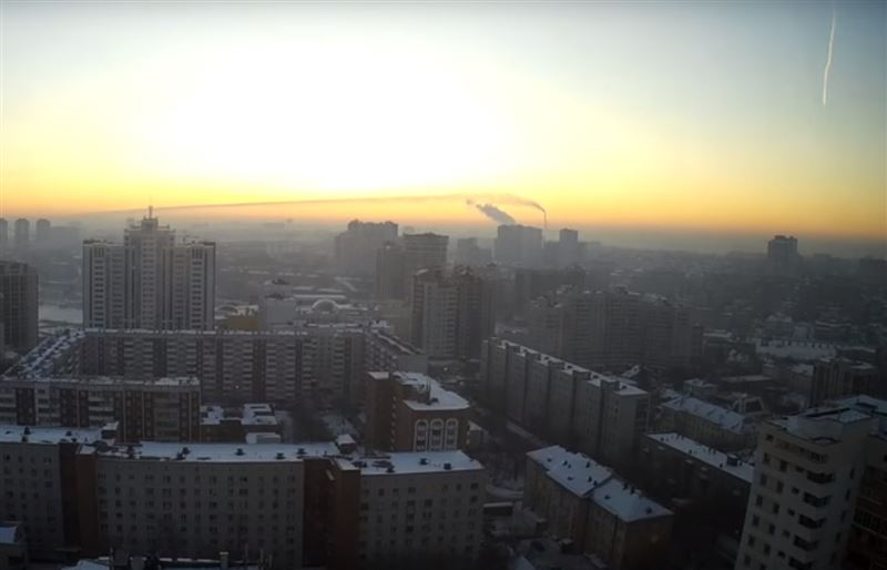 В небе над Новосибирском заметили криво летящий метеор