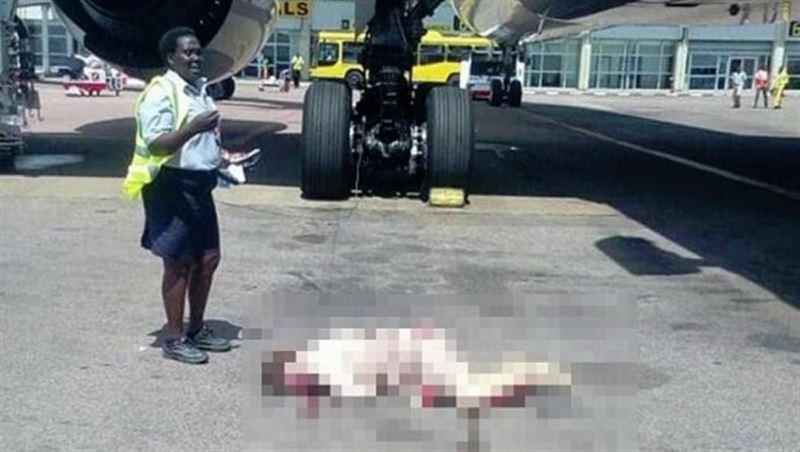 В Уганде стюардесса, выпавшая из самолета, скончалась в больнице