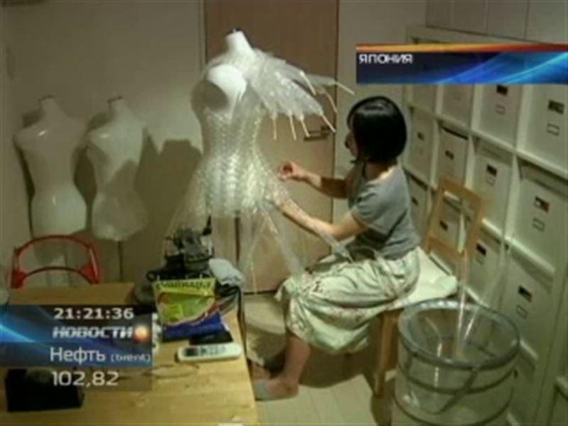 Японский дизайнер создает наряд из воздушных шаров