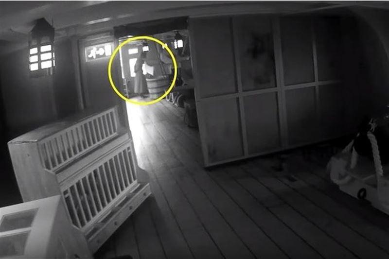 ВИДЕО: Призрак жены адмирала Нельсона засняли на корабле