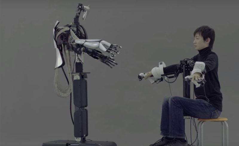 Японцы показали возможности нового робота-аватара