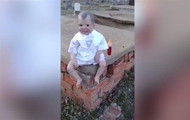 «Кукла Дьявола» наводит ужас на посетителей бразильского кладбища