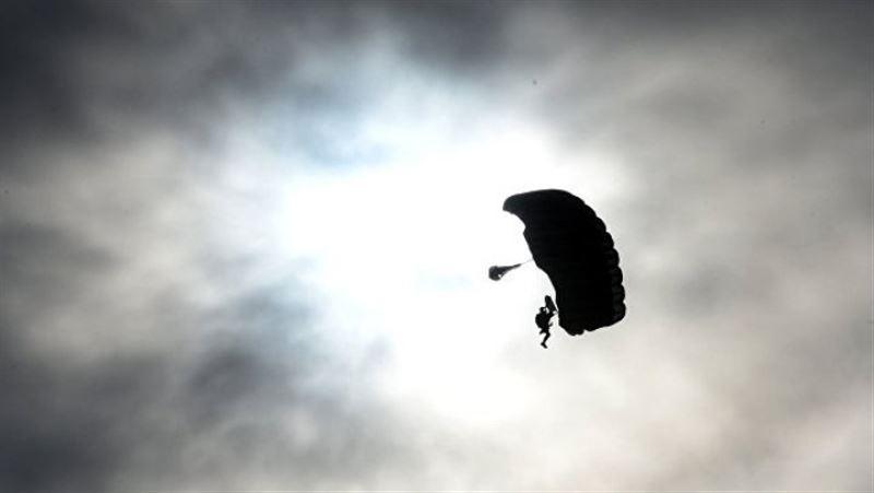 ВИДЕО: Парашюттен қаза тапқан әйелдің өлімі таспаға түсіп қалған