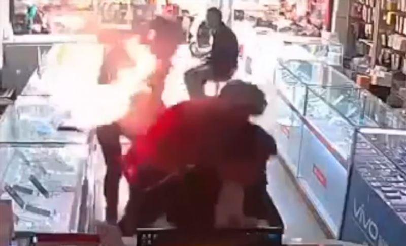 В Китае смартфон взорвался прямо возле лица пользователя
