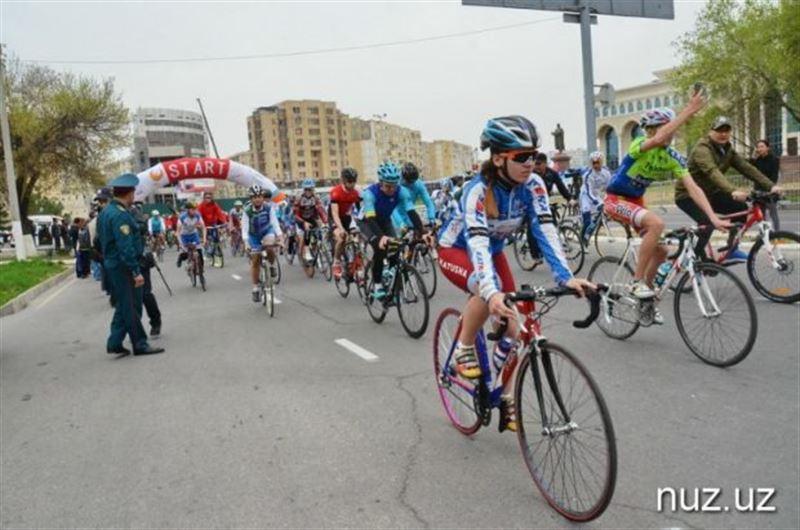 ФОТО: Өзбекстаннан Қазақстанға елшілеріміз велосипедпен жетті