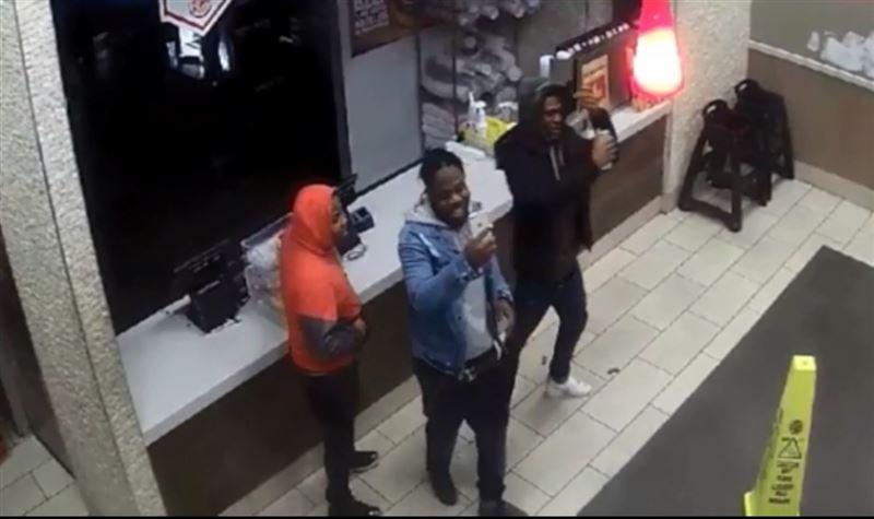 Злоумышленники, ограбившие ресторан, сделали селфи и выложили его в Сеть