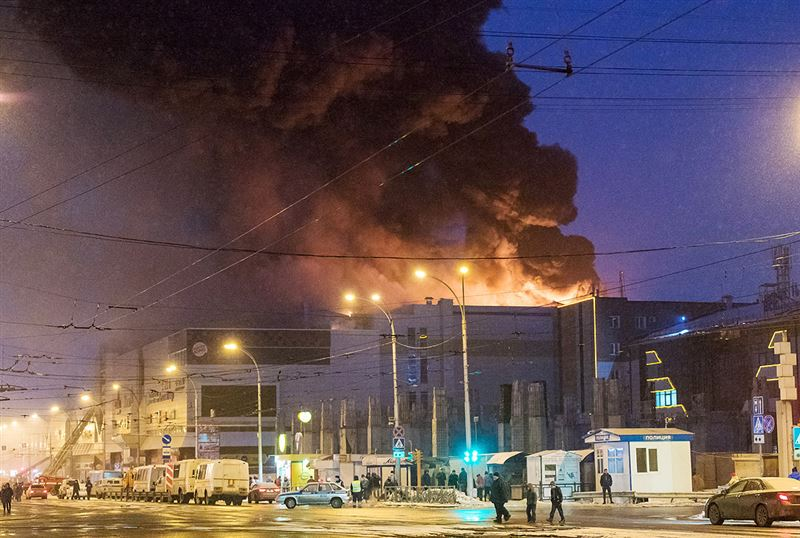 Видео начала пожара в ТЦ «Зимняя вишня» опубликовали в Сети