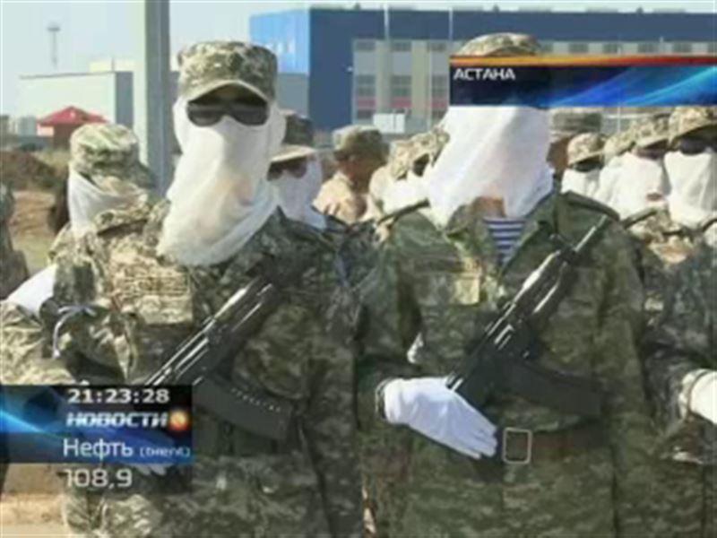 Военнослужащие женского батальона готовятся ко Дню Конституции и пока не показывают своих лиц
