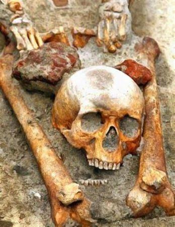 Мертвая женщина родила ребенка в могиле