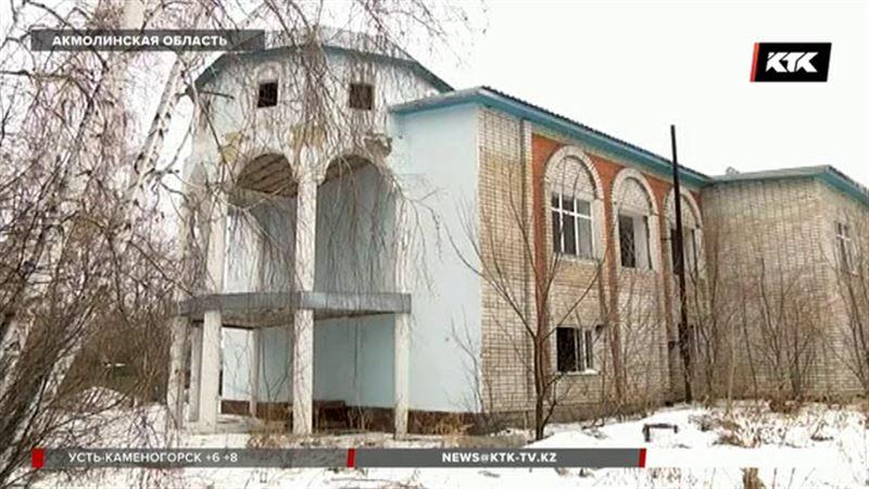 Особняк в Бурабае, обещанный писателю Сакену Жунусову, разграбили
