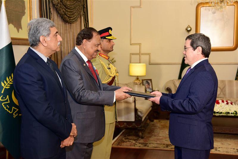 Посол Казахстана вручил верительные грамоты Президенту Пакистана