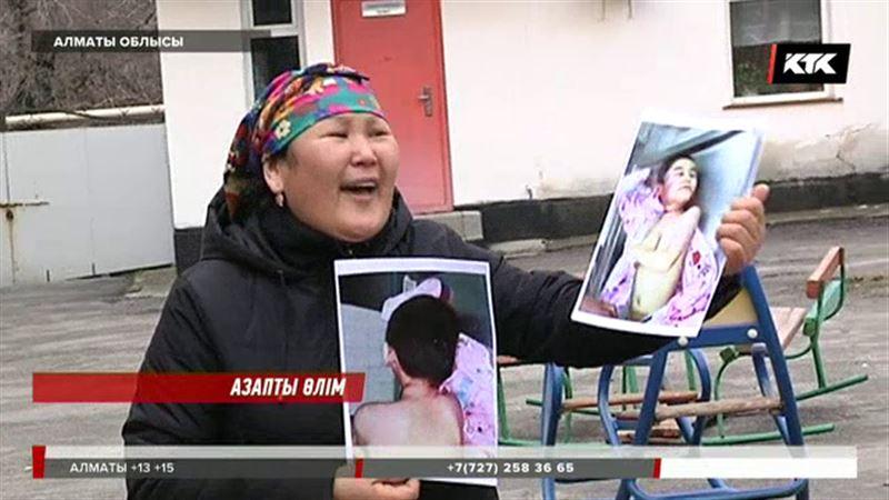 Алматы облысында баласы асылып тұрған жерінен табылған ана балалар үйіне басып кірді