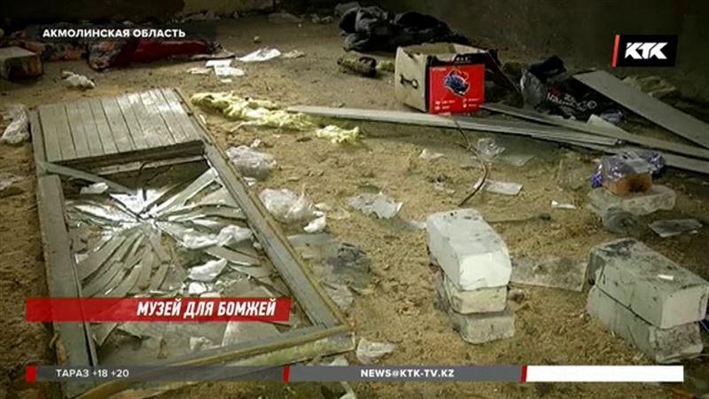 В доме, где хотели открыть музей, поселились бомжи