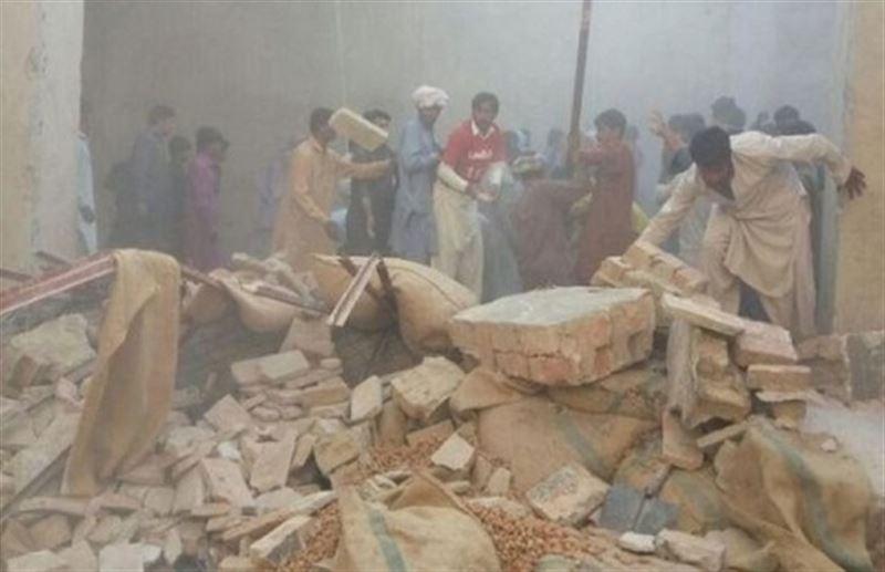 На рынке в Пакистане обрушилась крыша, есть погибшие