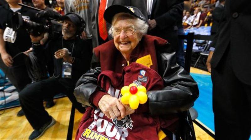 98-летняя монахиня стала талисманом баскетбольной команды