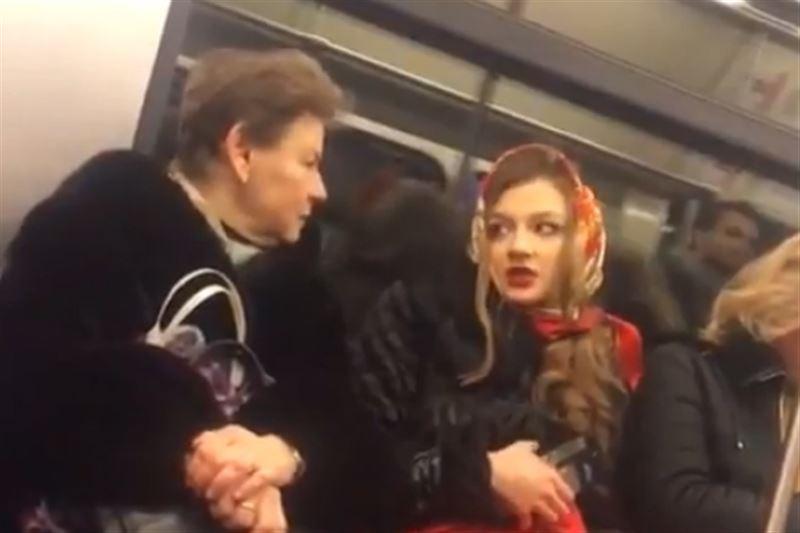 «Богиня с тобой разговаривает»: диалог со странной пассажиркой метро сняли на видео