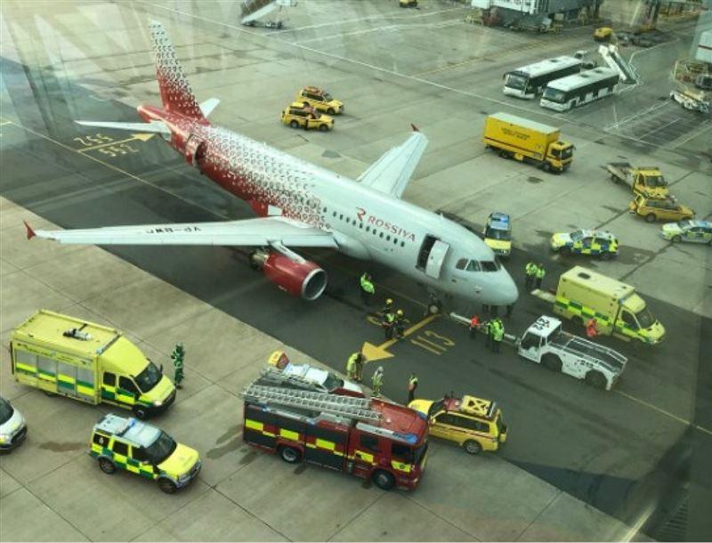 Самолет переехал ногу сотрудника аэропорта