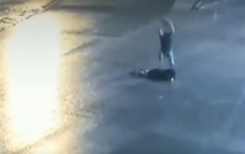 ВИДЕО (18+): В Дагестане мужчина забил камнем возлюбленную из-за ревности