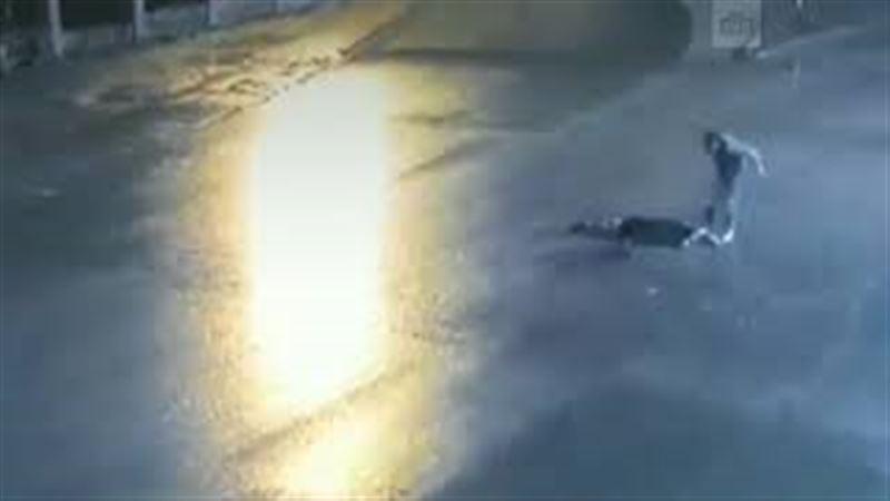 ВИДЕО: Қызғаныштан қалыңдығын таспен ұрып өлтірді