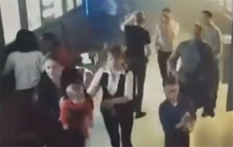 Эвакуация людей из горящего кинотеатра в кемеровском ТЦ попала на видео