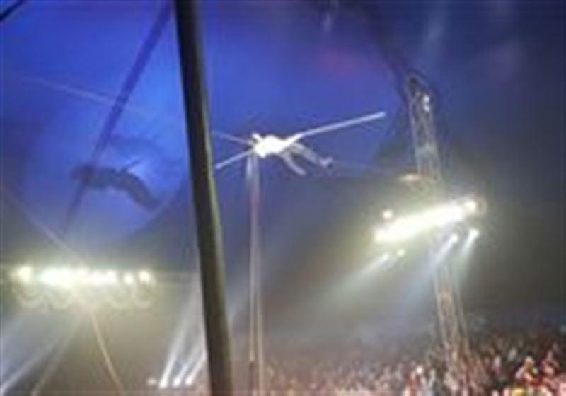 ВИДЕО:Арқанмен жүретін əртіс цирк аренасына құлап кетті