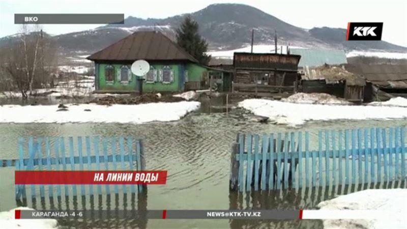 Подтопленные дома в ВКО теперь сковало льдом