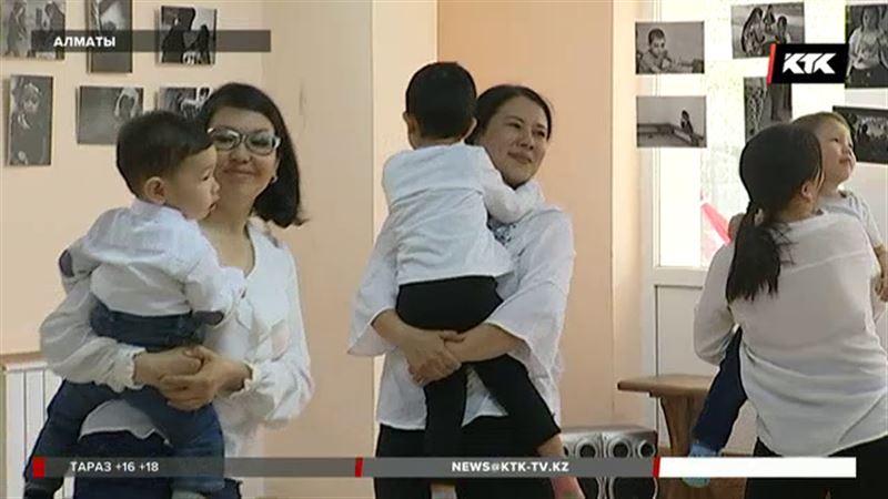 «Аутизм победим!» - в Алматы прошел флешмоб