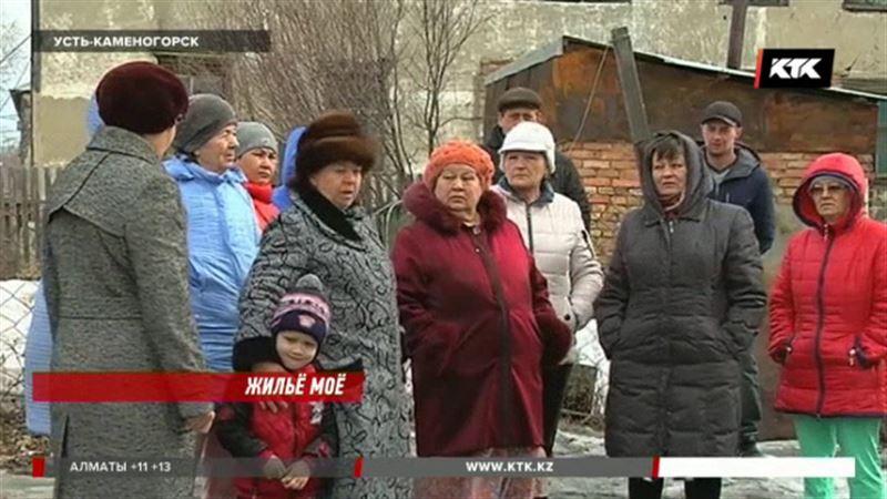 В Усть-Каменогорске несколько семей живут в домах-призраках