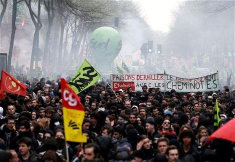 Протесты в Париже: полиция применила слезоточивый газ против демонстрантов