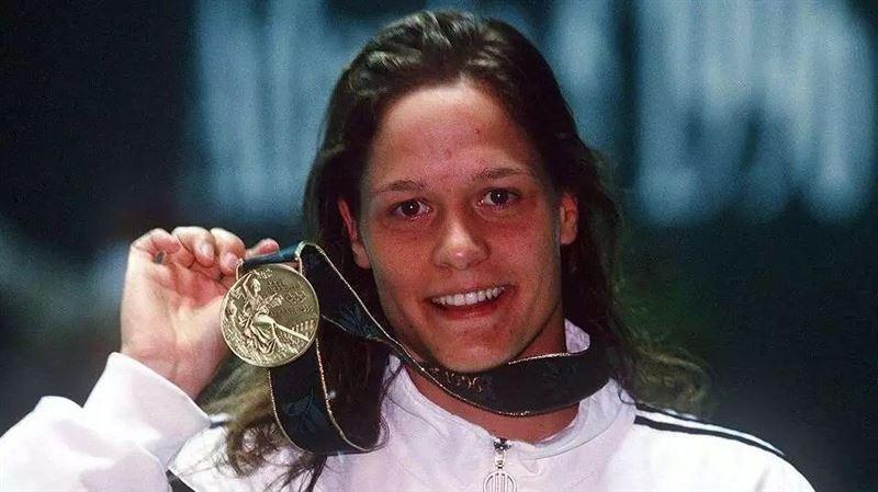 Қарызға белшеден батқан олимпиада призері медальдарын сатып жүр