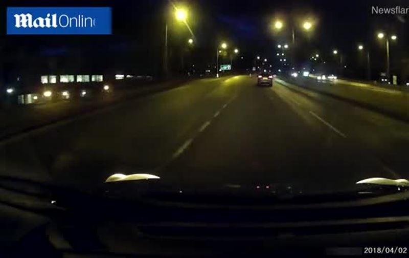 Велосипедист притворился, что его сбила машина