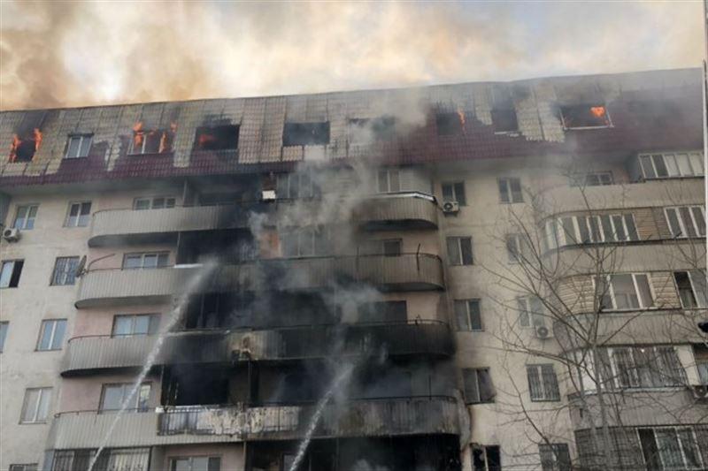 ВИДЕО: Алматыда тұрғын үй өртке оранды
