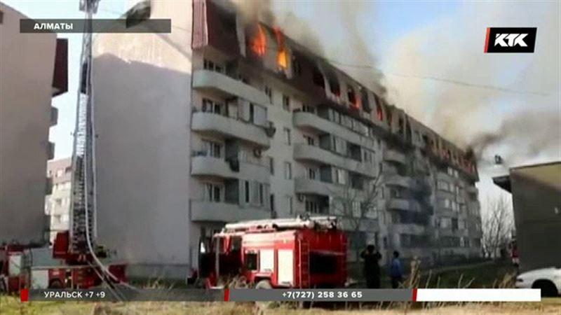 Из полыхающей многоэтажки эвакуировали 300 алматинцев