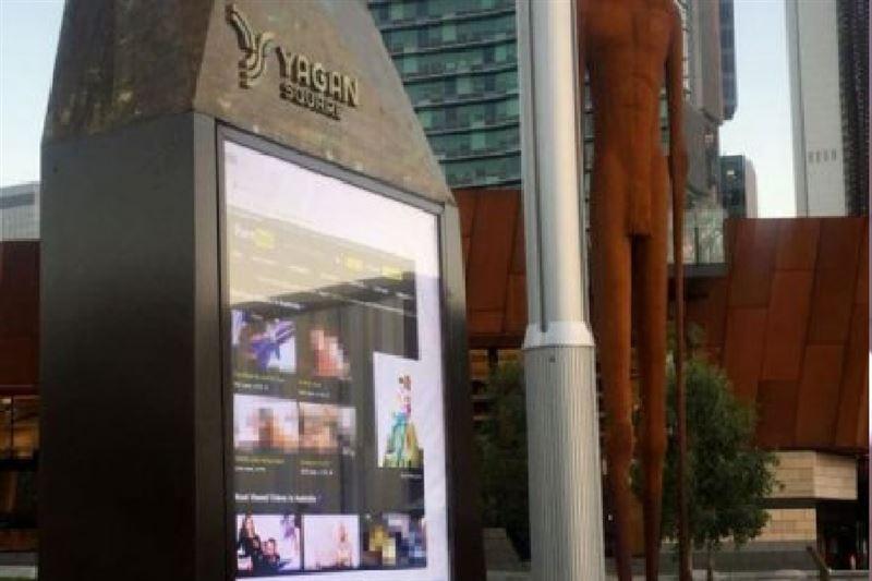 Порно на рекламных щитах в москве