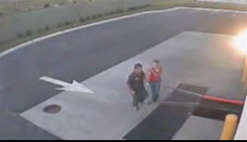 В Сети появилось видео похищения педофилом 11-летней девочки