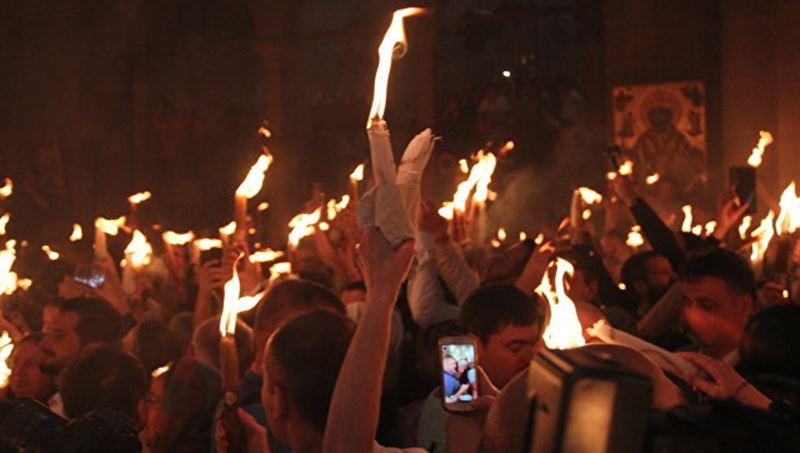 В Иерусалиме произошло схождение Благодатного огня