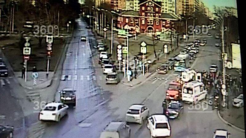 ВИДЕО: Машина скорой помощи опрокинулась после столкновения с легковушкой