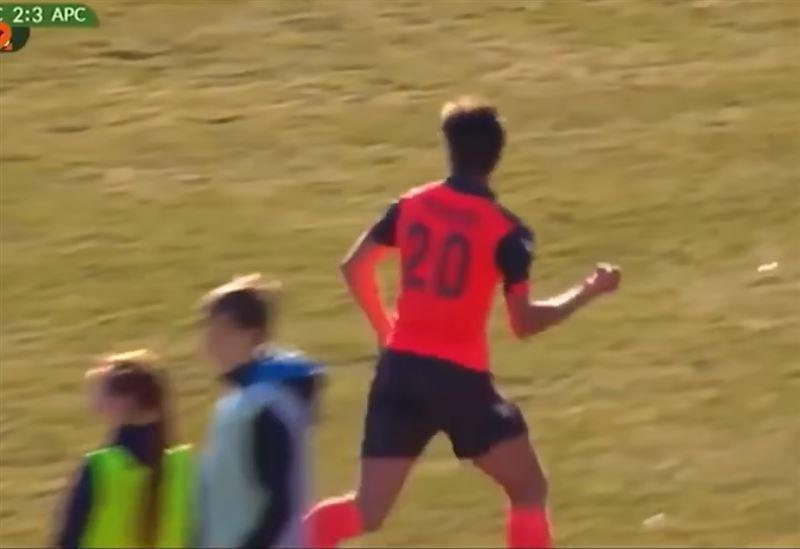 Футболиста удалили с поля за неприличный жест во время празднования гола