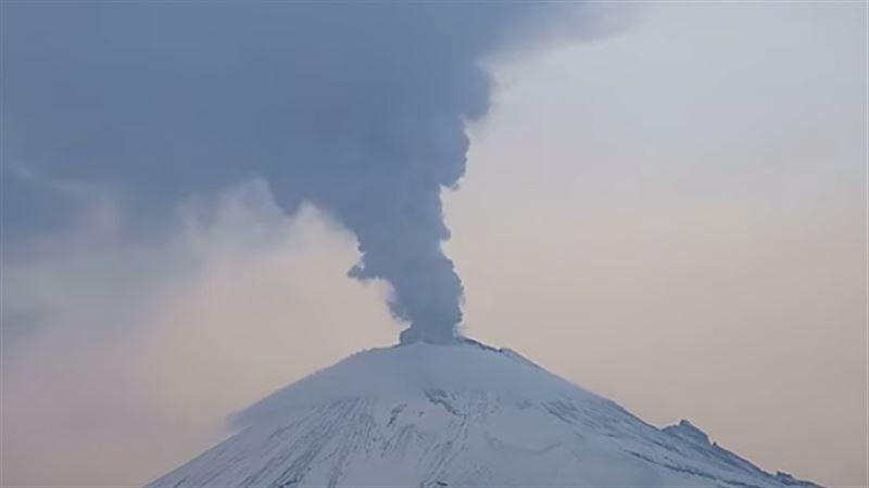В Сети появилось видео извержения вулкана Попокатепетль в Мексике