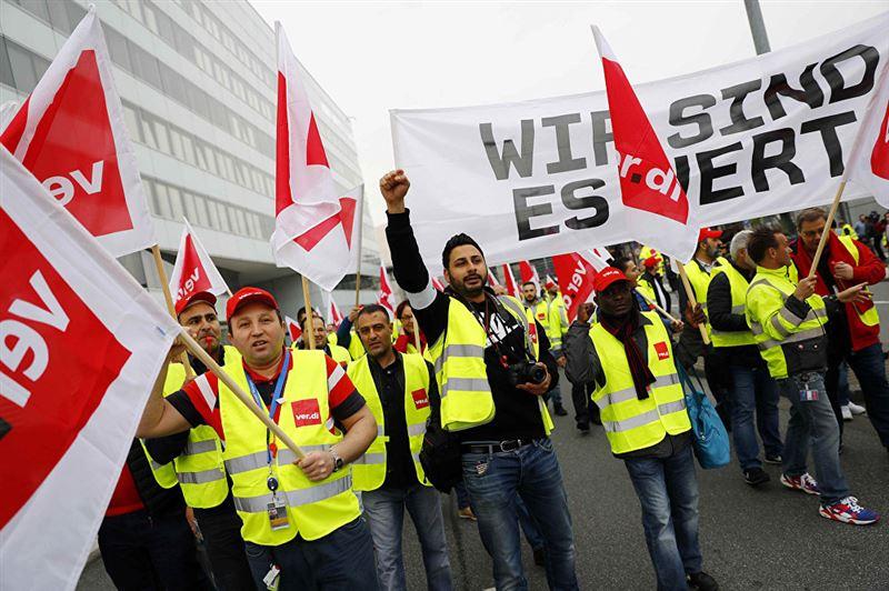 Из-за забастовок в четырех аэропортах Германии отменили 800 рейсов