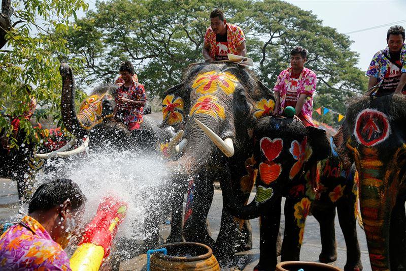 В Таиланде празднуют наступление Нового года традиционными водными боями
