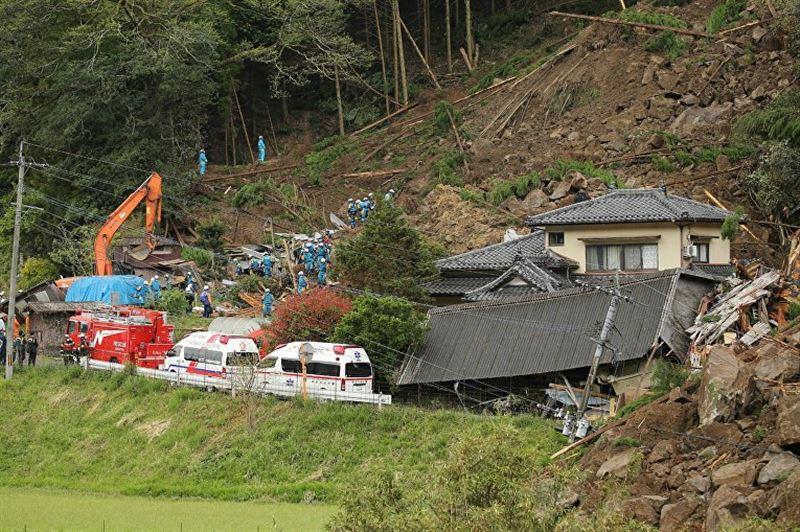 На город в Японии сошел оползень: есть жертвы