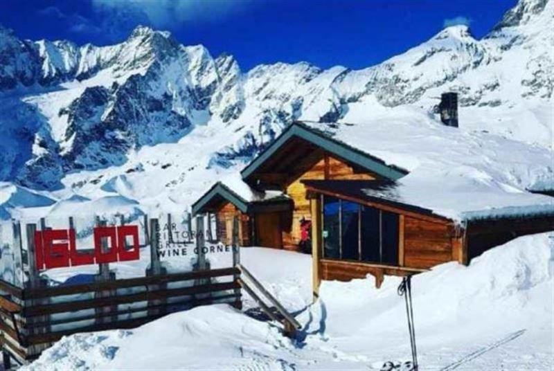 ФОТО: Турист мас күйінде 2400 метр биіктіктегі тауды бағындырды