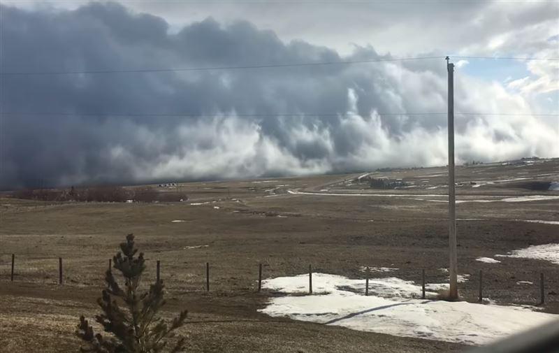 Канаду накрыло редкое цунами из облаков