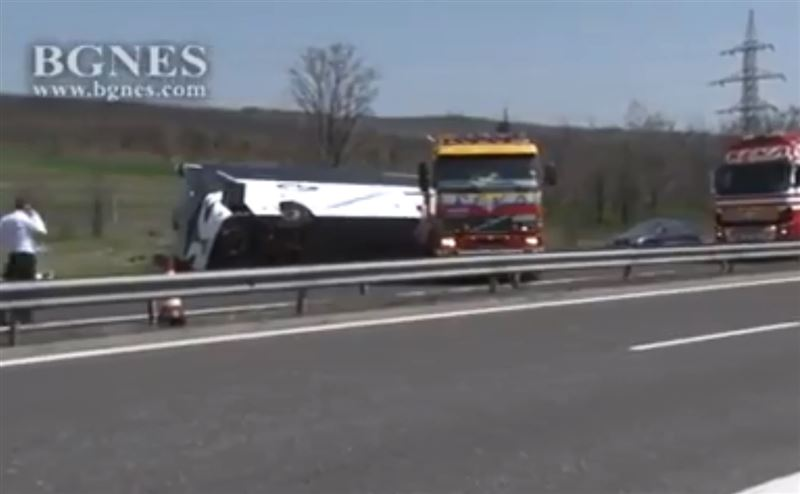 В Болгарии в результате ДТП перевернулся автобус. Есть жертвы