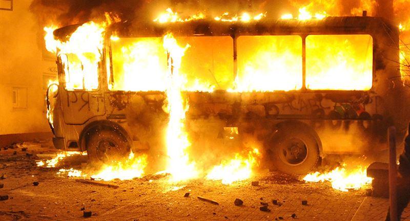 ВИДЕО: Көкшетауда жолаушылар автобусы жанып кетті