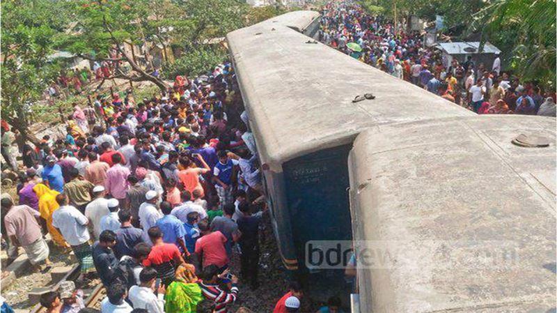Поезд сошёл с рельсов в Бангладеш: 4 человека погибли